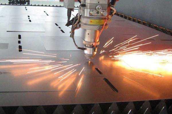 光纤激光切割机为什么会出现热透镜现象?