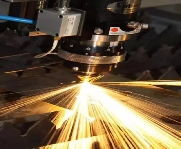 使用金属激光切割机加工这些材料时要注意了!